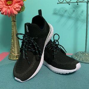 NWT Avia stretch sneakers